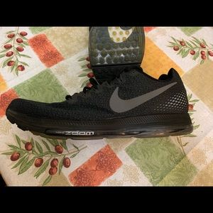 Nike Shoes - Nike men's zoom out all running